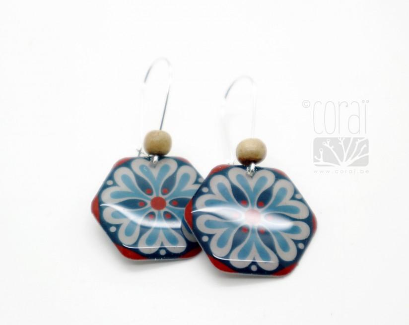 Boucles d'oreilles hexagone mosaïque dans les tons orange et bleu